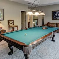 Mahogany Finish Pool Table In Beautiful Condition